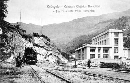 La Centrale di Cedegolo e la Ferrovia in una cartolina d'epoca (Foto Negri).