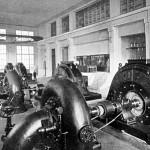 La sala macchine della Centrale di Cedegolo in una fotografia d'epoca (Foto Negri)